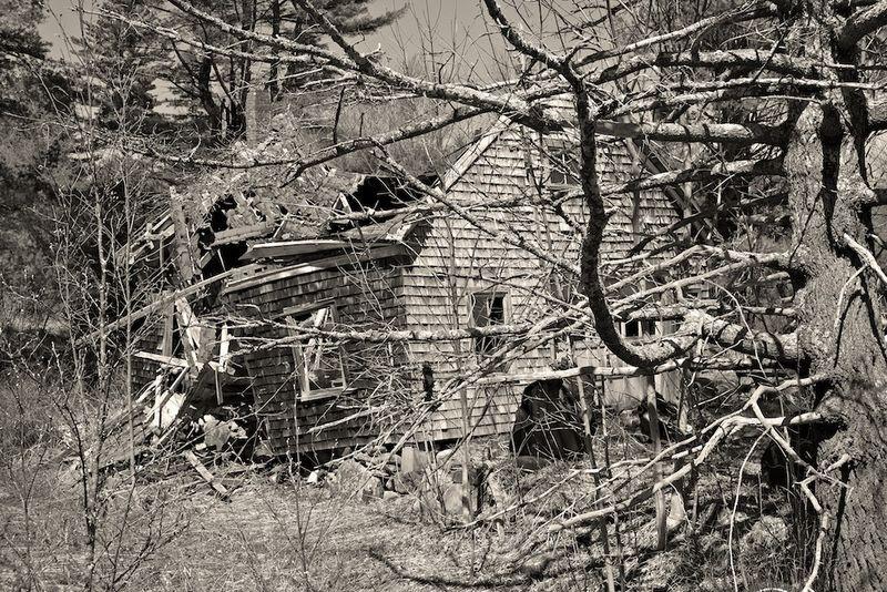 Collapsing House B&W+Yel+750deg