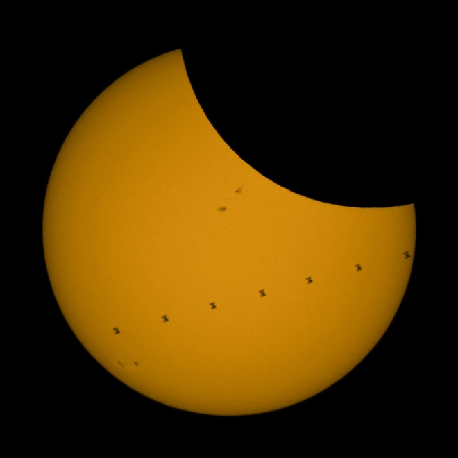 Froehlich small_ISS_Transit_&_Partial_Eclipse_7-frame_stack_502_1009-1015