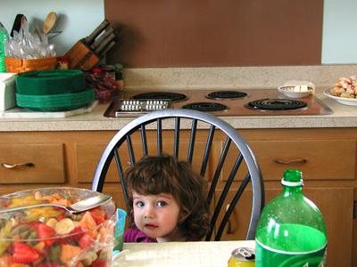 Littlegirlinkitchen2